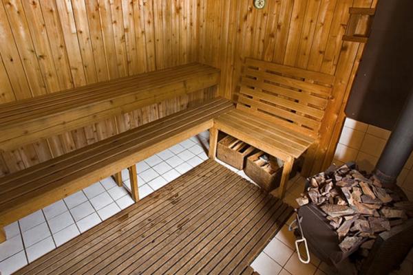 sauna backcountry lodge wood sauna steamroom shower women week ski camp women's girls