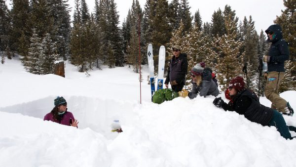 Digging a snowpit for Avy level 2